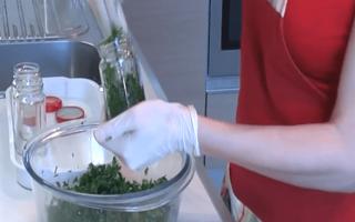 Как засолить зелень на зиму: рецепты в банке, способы засолки в домашних условиях