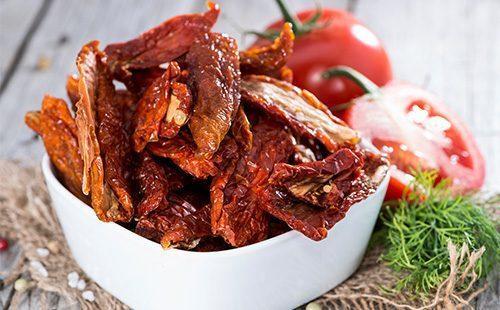 Вяленые помидоры в домашних условиях: в духовке, в сушилке для овощей, в микроволновке, рецепт приготовления на зиму, фото