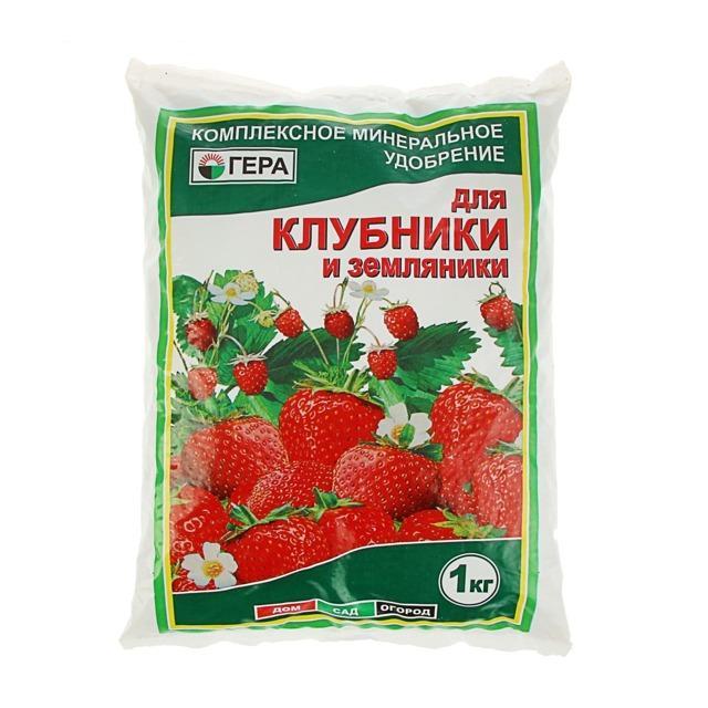 Как подкормить клубнику куриным пометом, борной кислотой