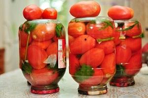 Как засолить зеленые помидоры в кастрюле: рецепт засолки холодным способом