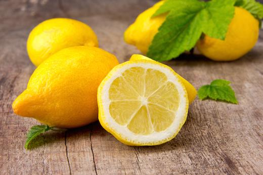 Горячая вода с лимоном натощак: польза и вред, отзывы