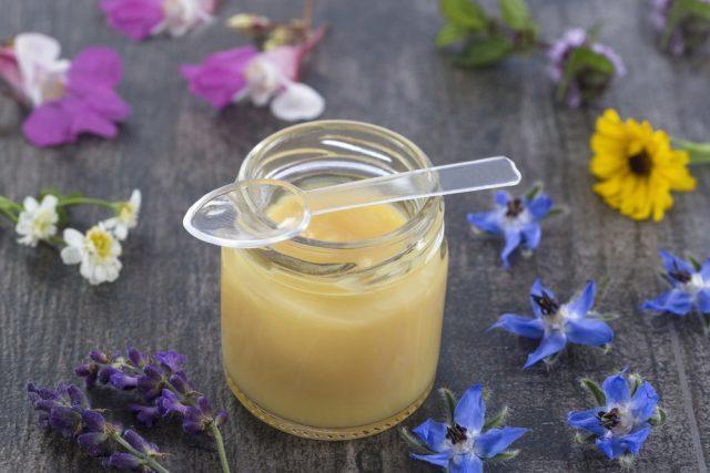 Мед с маточным молочком: что это, как делают, как отличить подделку, чем полезен, как принимать