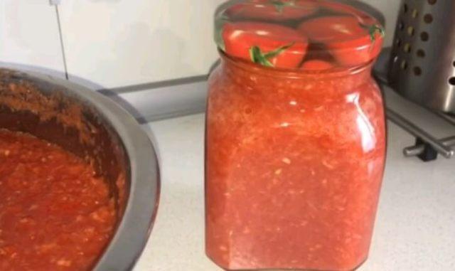 Аджика на зиму: с острым перцем, помидорами и чесноком, рецепты