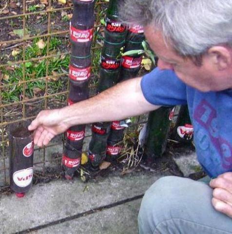 Создание грядки из пластиковых бутылок
