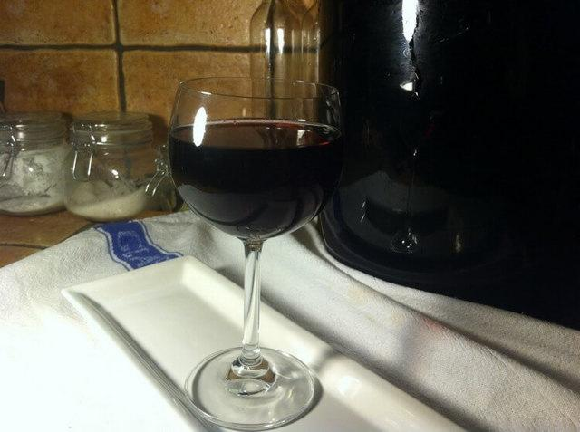 Вино из ежевики в домашних условиях: простой рецепт