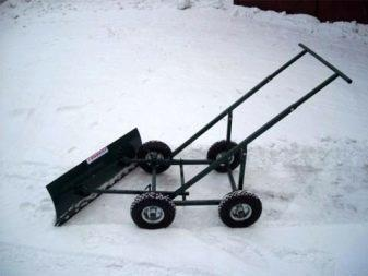 Лопата для уборки снега на колесах
