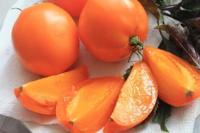 Томат Южный загар: характеристика и описание сорта