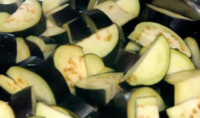 Острая кабачковая икра: рецепт на зиму