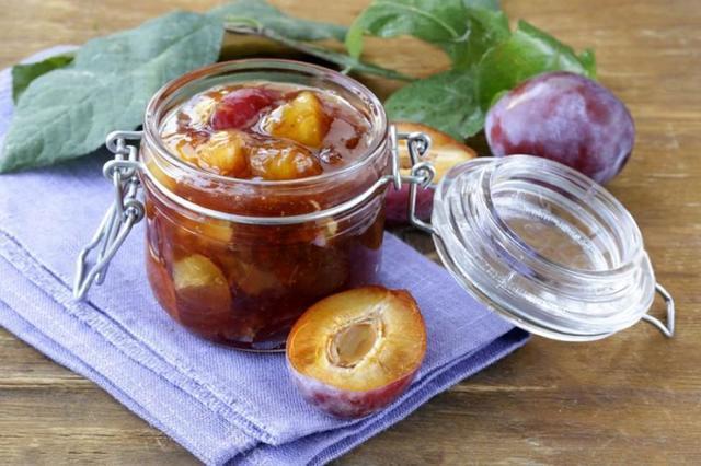 Варенье из сливы с косточкой на зиму: простые рецепты, дольками, пятиминутка, без сахара, с имбирем