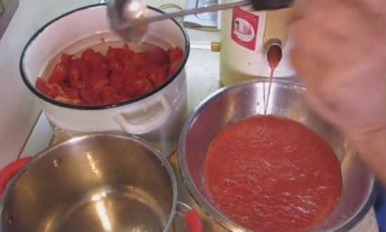 Томатный сок в домашних условиях: как приготовить, фото и видео