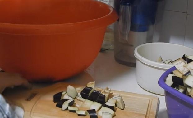 Икра из баклажанов в домашних условиях: как приготовить, рецепты на зиму, калорийность