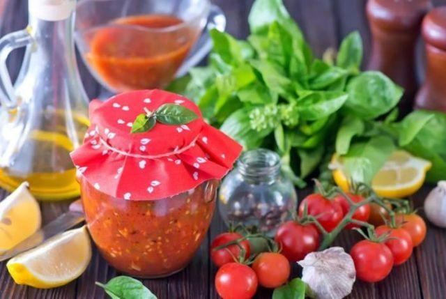 Вареная аджика из помидор: технология приготовления и лучшие рецепты с дополнительными ингредиентами