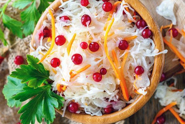 Квашеная капуста с клюквой: рецепт и секреты приготовления