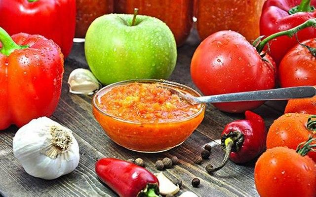 Аджика: рецепт классический из помидоров на зиму, с варкой и без