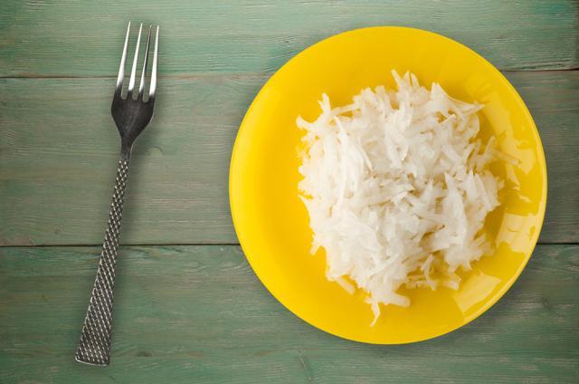 Дайкон: польза и вред для женщин, мужчин и детей, калорийность, как употреблять