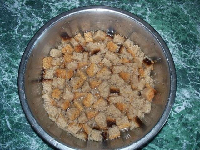 Подкормка огурцов настоем из хлеба