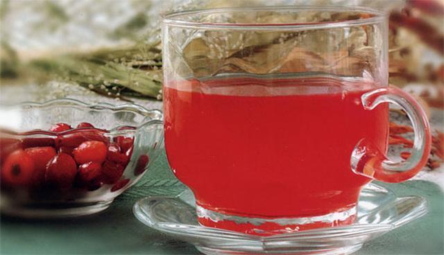 Чай с клюквой, имбирем, лимоном, медом, мятой