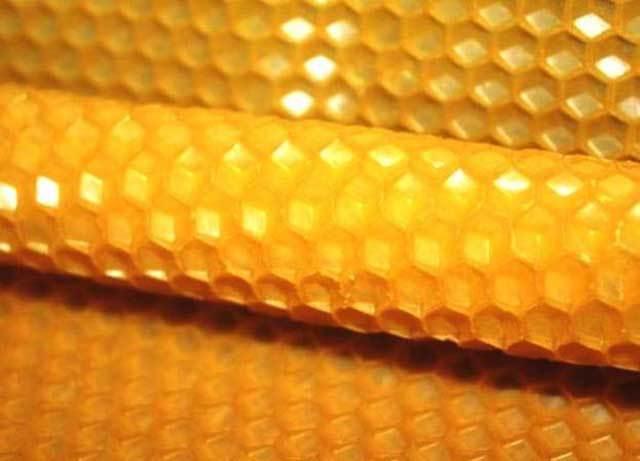 Температура плавления пчелиного воска: как расплавить без воскотопки, на водяной бане