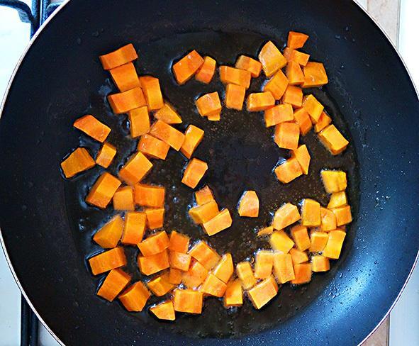 Икра из кабачков на сковороде кубиками: как пожарить, рецепт с фото
